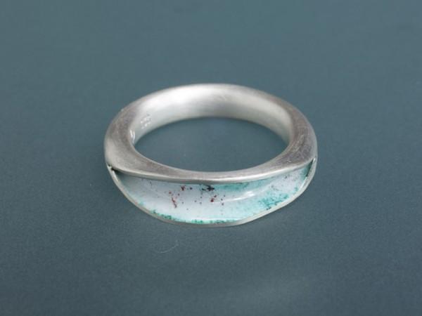 <span>Ring</span><i>→</i>
